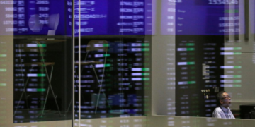CFAA Spotlight | Asian Shares Fall As China Set To Reopen After Beijing Eases Policy